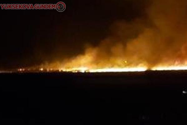 Yüksekova'da Nehil Sazlığı alev alev yanıyor