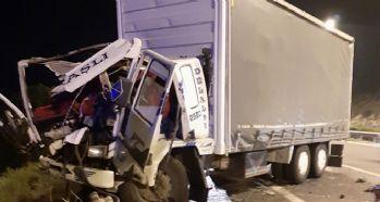 Kamyon, kamyona çarptı: 2 ölü, 3 yaralı