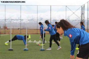 Yüksekova Kadın Futbol Takımı emin adımlarla liderliğe hazırlanıyor