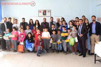 Kolej öğrencilerinden köy okulundaki öğrencilere destek