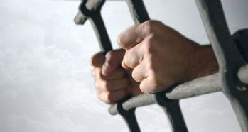 Almanya'da bazı mahkumlar geçici olarak serbest bırakılıyor