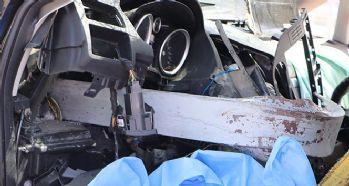 Bariyer otomobile ok gibi saplandı: 1 ölü, 4 yaralı