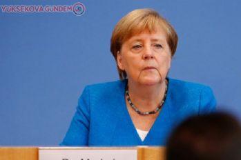 Merkel: AB ülkeleri Yunanistan'ı desteklemekle yükümlü