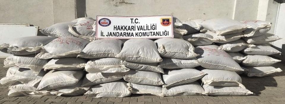Yüksekova'da 2 ton 972 kilo kaçak çay ele geçirildi