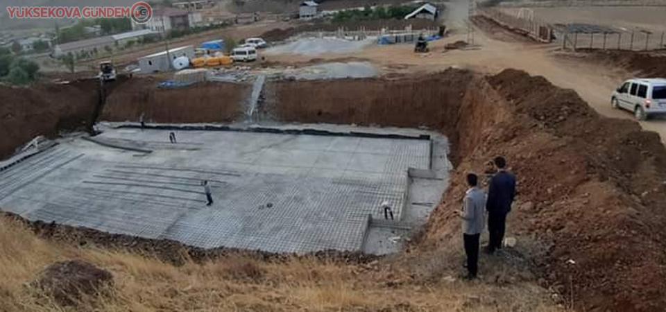 Derecik'te yarı olimpik yüzme havuzu yapımı